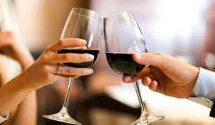 Какова взаимосвязь между псориазом и алкоголем?