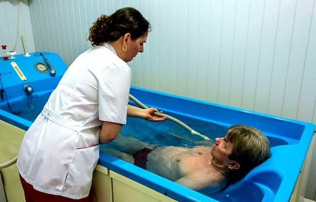 Как можно безопасно мыться при псориазе. Можно ли посещать баню при псориазе