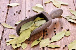 Использовать народное лечение лавровым листом