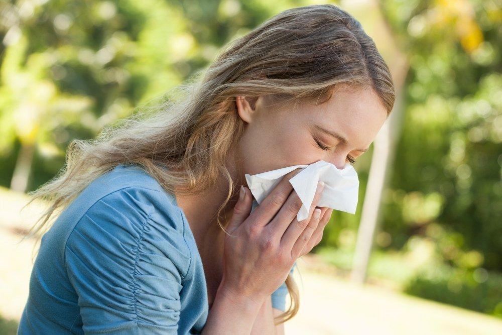 Снижением иммунитета